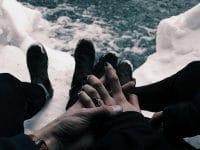 Kata-Kata tentang Kesetiaan - Pasangan Genggaman Tangan