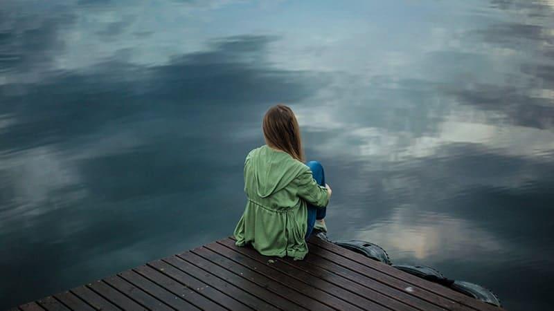 Duduk di Tepi Danau