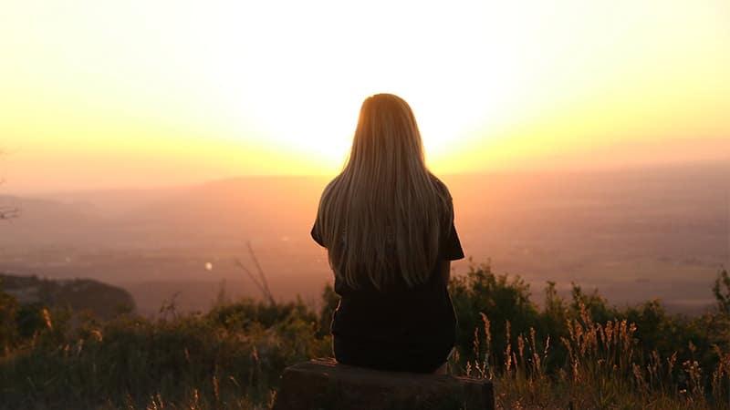 Kata-Kata Kesepian - Sendiri Menikmati Sunset