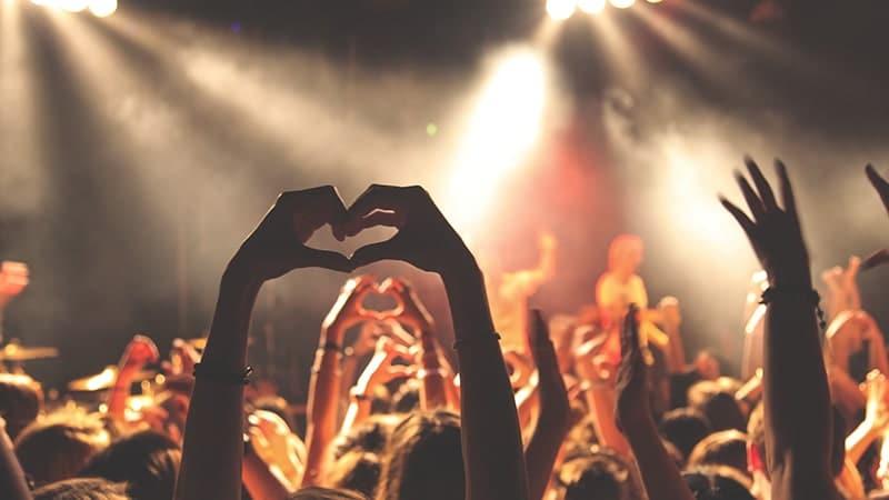 Kata-Kata Bijak tentang Kenangan - Menonton Konser