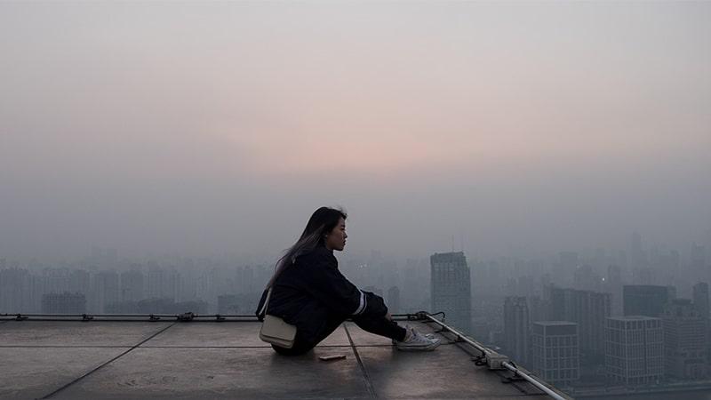 Kata-Kata Singkat Menyentuh Hati - Wanita di rooftop