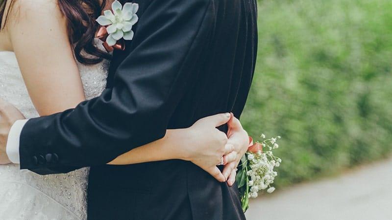 Ucapan Pernikahan Simple - Pasangan Berbahagia