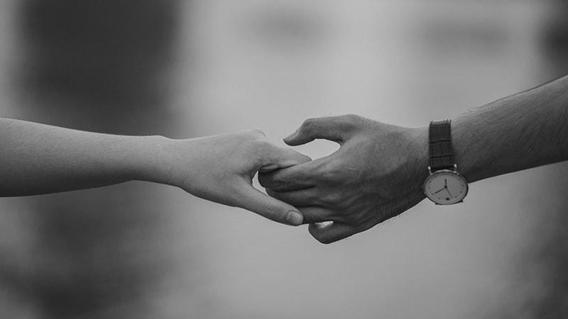 Kata-Kata Bijak Cinta Singkat Penuh Makna - Saling Menggenggam