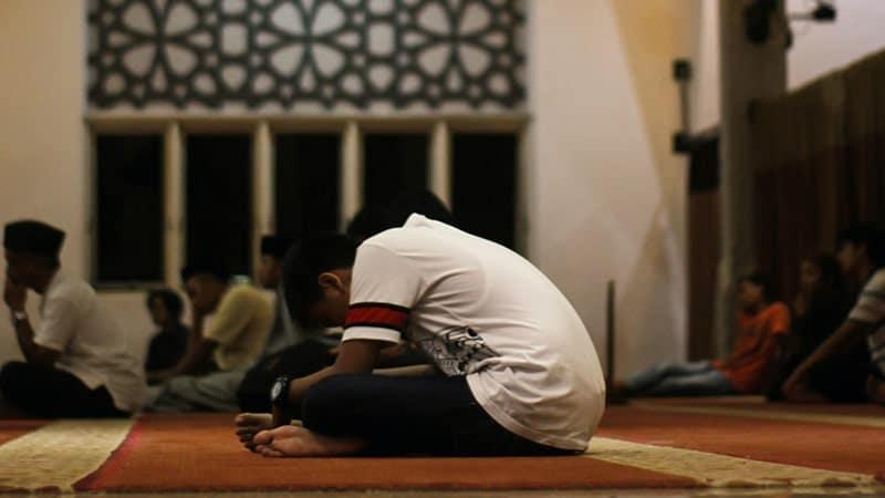 Pria Berdoa