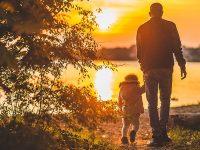 Kata Bijak tentang Perjuangan Seorang Ayah - Ayah Anak Sunset