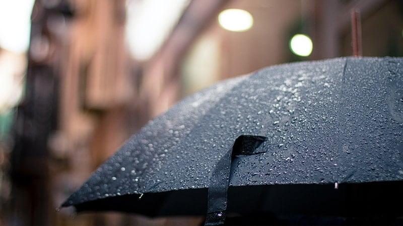 Kata-Kata Bijak Mutiara tentang Hujan - Payung Hitam