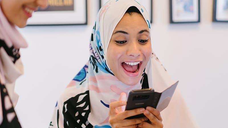 Kata Bijak tentang Senyuman - Jilbaber Senyum