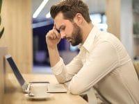 Kata Mutiara untuk Suami yang Sedang Bekerja - Pria dan Laptop