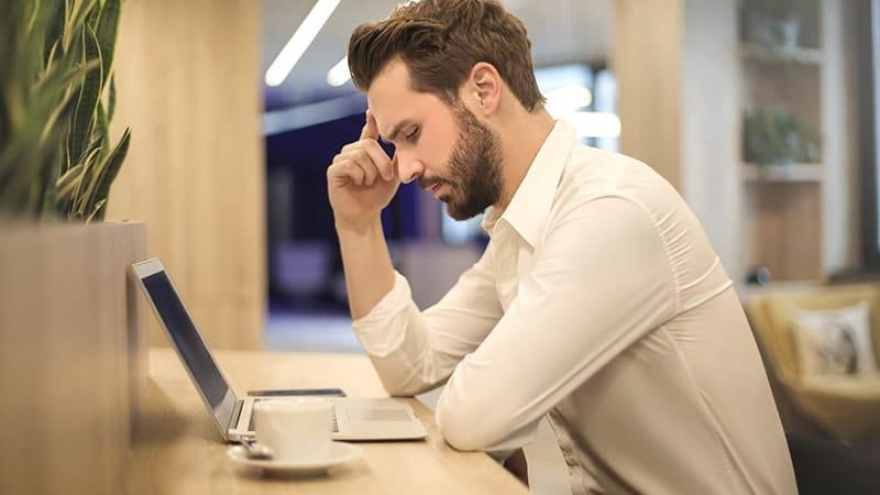 25 Kata Kata Mutiara Untuk Suami Yang Sedang Bekerja 2021 Poskata