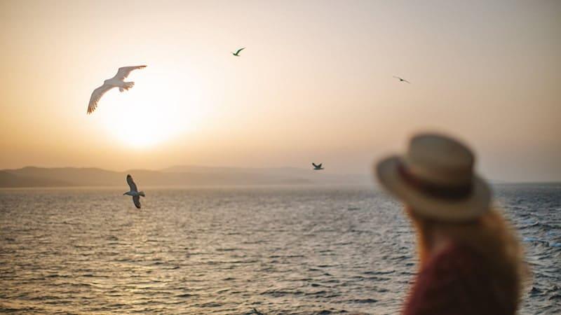 Kata-Kata Mutiara Laut - Wanita Memandang Laut