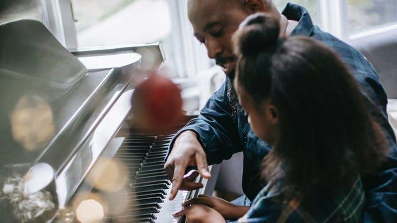 Bermain Piano Bersama