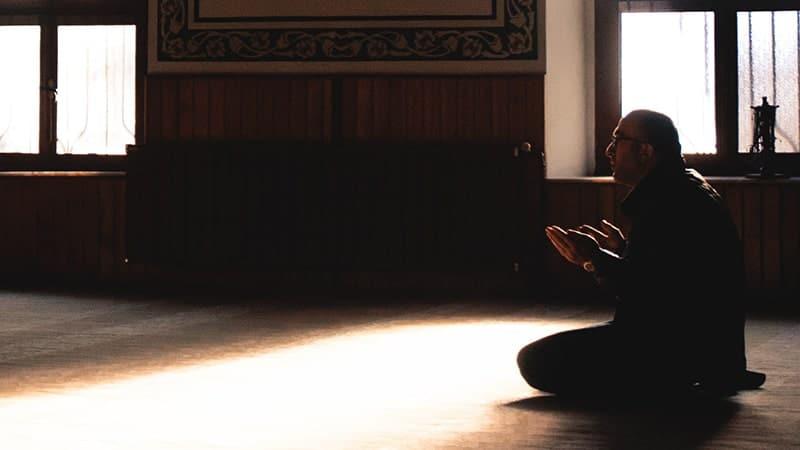 Arti & Pengertian Alhamdulillah - Pria Berdoa