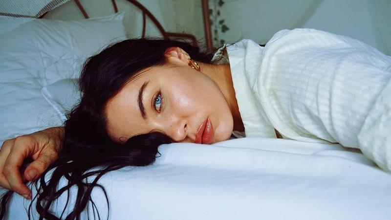 Arti & Pengertian Insomnia - Wanita Sedang Insomnia