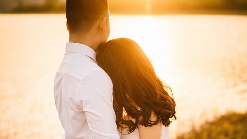 15 Kata Kata Mutiara Bijak Suami Untuk Istri Yang Menyentuh Poskata