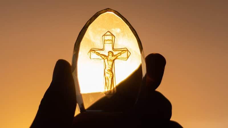 Kata-Kata Motivasi Kristen - Patung Kaca Kristus