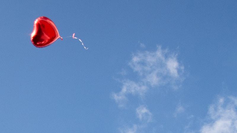 Kata Mutiara untuk Suami yang Kurang Perhatian - Balon Hati Terbang