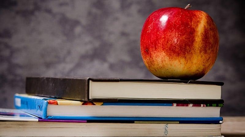 Kata Mutiara Pendidikan untuk Murid - Buku dan Apel