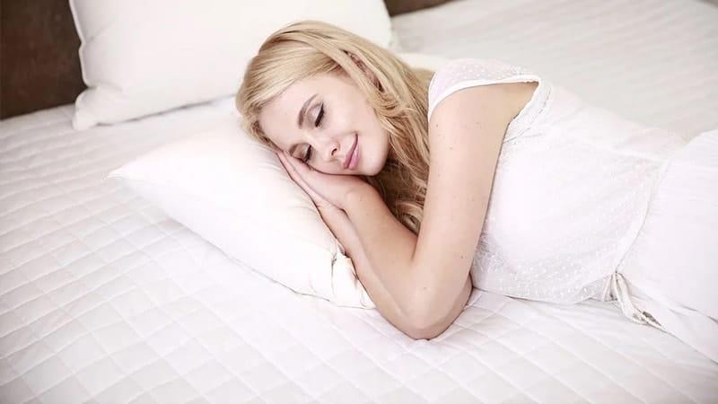Ucapan Selamat Tidur Romantis Buat Pacar Tersayang - Tidur Sambil Tersenyum