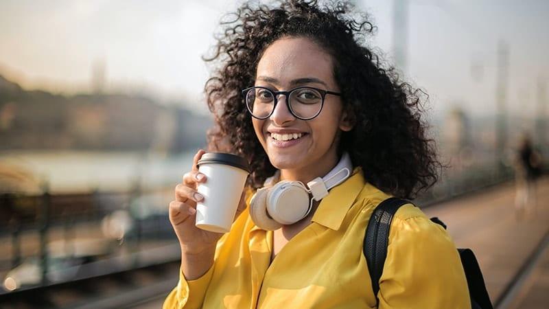 Kata-Kata Selamat Pagi - Wanita Tersenyum