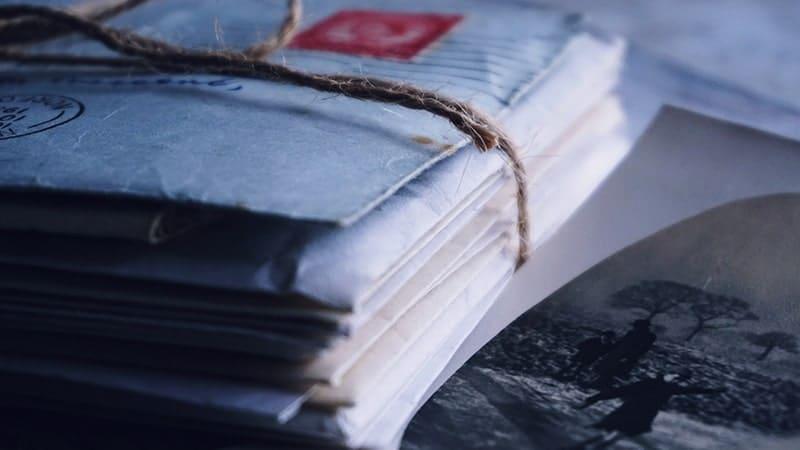 Kata-Kata Mencintai dalam Diam - Tumpukan Surat