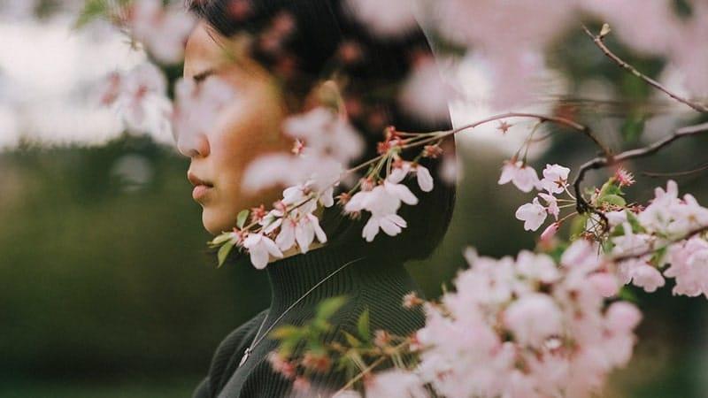 Kata Mutiara Wanita Tegar - Wanita dan Bunga Cantik