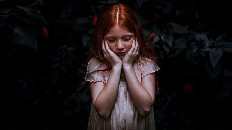 Kata-Kata Sabar dalam Menghadapi Masalah - Perempuan Sedih