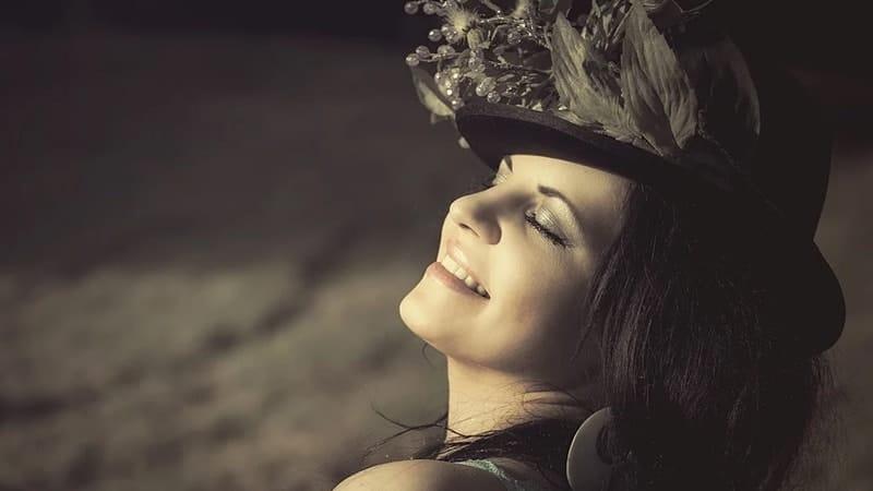 Kata Mutiara tentang Senyuman Wanita - Kata Bijak Wanita