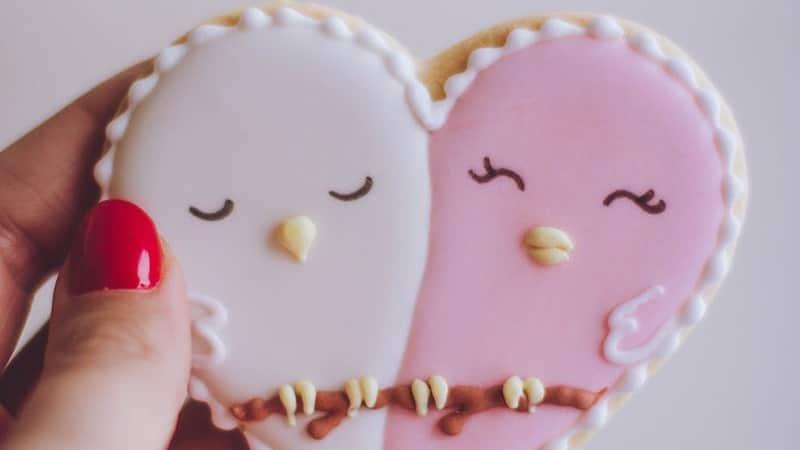 Kata-Kata Bucin Singkat - Kue Berbentuk Cinta