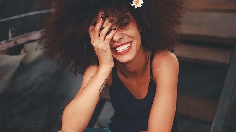 Kata-Kata Jomblo BIjak - Tersenyum Lebar
