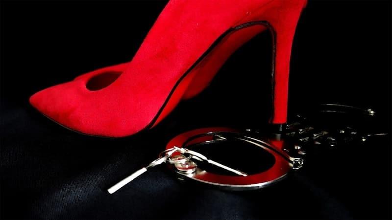 Quotes Sindiran buat Pelakor - Sepatu Merah