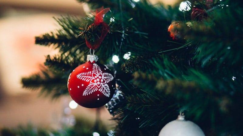 Ucapan Selamat Hari Natal - Ornamen Warna Merah