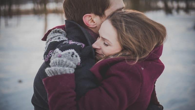 Quotes Bijak untuk Pacar - Kekasih Berpelukan