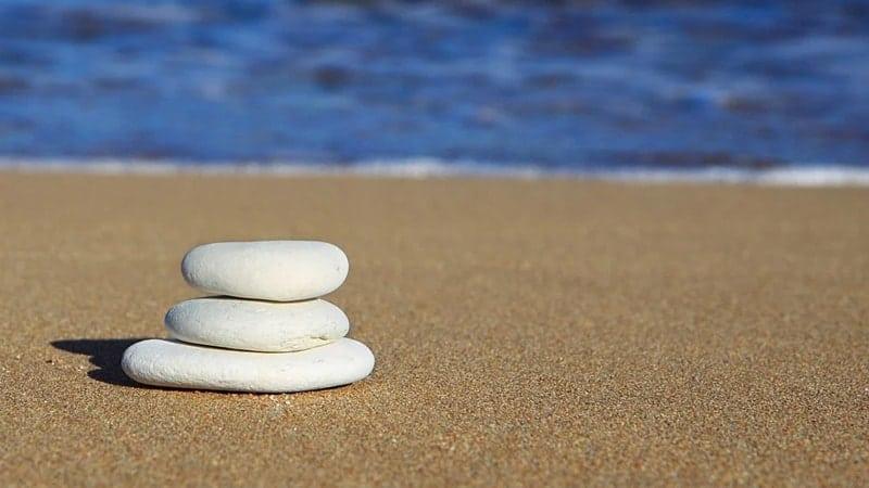 Quotes tentang Tepi Laut - Batu di Tepi Pantai
