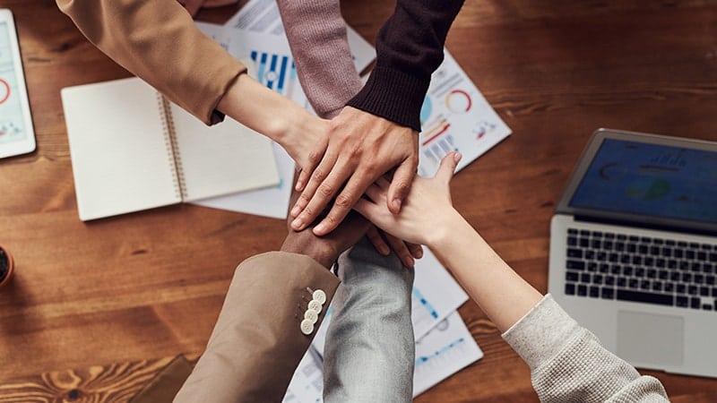 Kata-Kata Semangat Kerja Keras demi Masa Depan - Tangan Bersatu