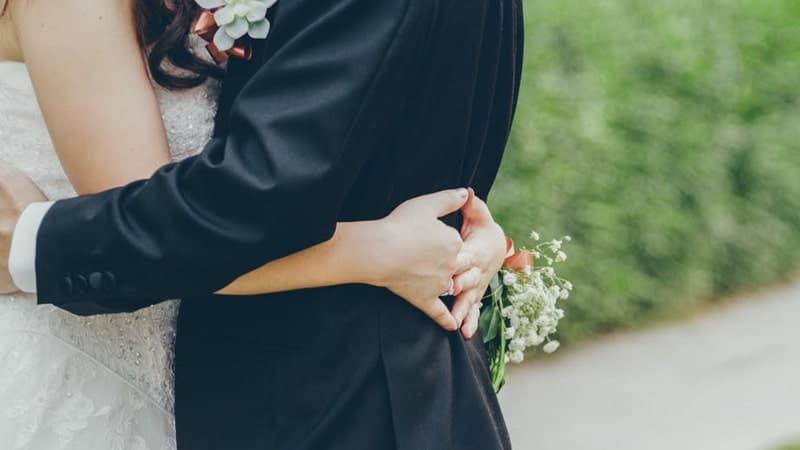 Ucapan Pernikahan untuk Saudara - Pelukan