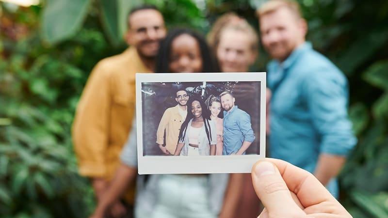 Kata-Kata Perpisahan Sahabat yang Mengharukan - Polaroid