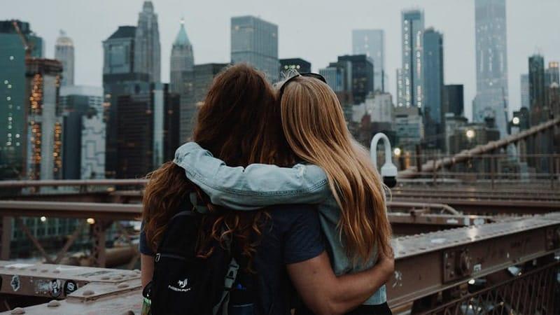 Dua Sahabat wanita