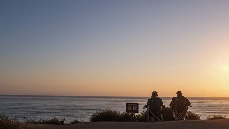 Kata-Kata Tentang Jodoh - Pacaran di Pinggir Pantai