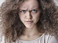 Kata-Kata Kecewa untuk Suami - Wajah Geram