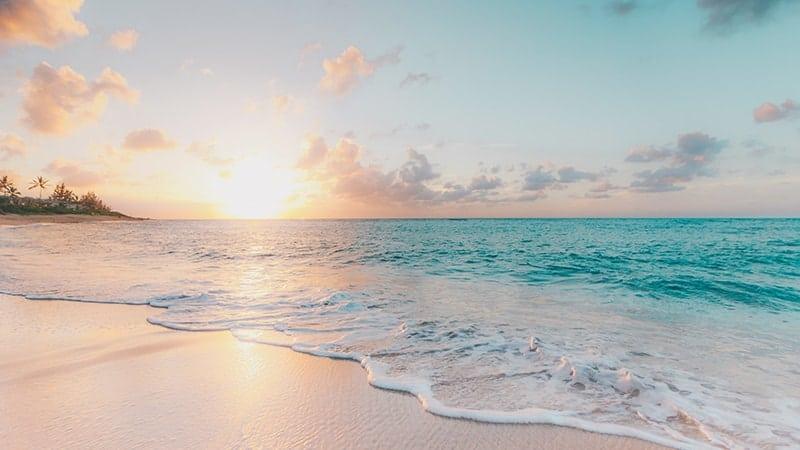 Kata-Kata Rindu Seseorang yang Jauh Di Sana - Pantai Laut