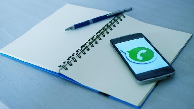Kutipan untuk WhatsApp Status - Notebook dan Ponsel