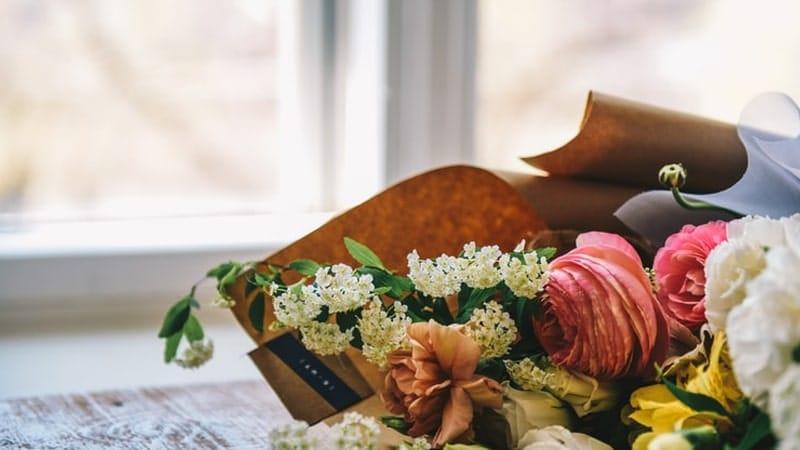 Kata Kata Rindu Ibu yang Sudah Meninggal - Rangkaian Bunga