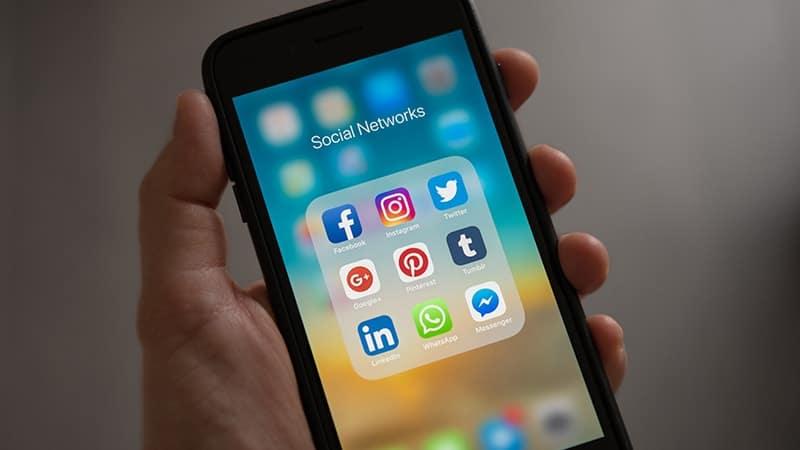 Status Lucu Banget - Media Sosial