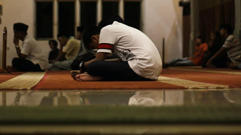 Menunduk Berdoa