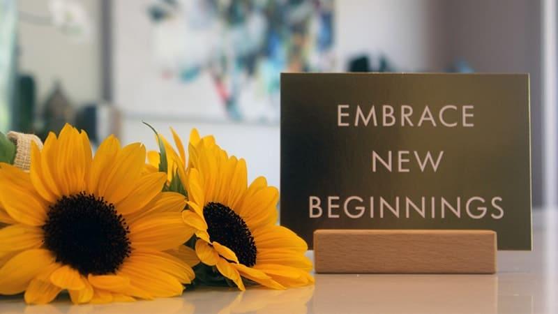 Kata-Kata Bunga Matahari - Bunga Matahari di Atas Meja