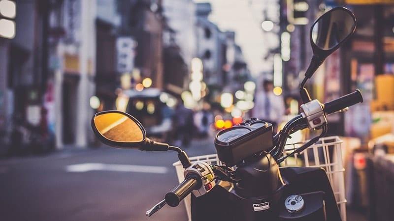 Kata-Kata Bijak Anak Motor - Motor di Pinggir Jalan