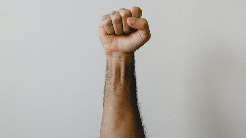 Kata-Kata Bijak tentang Harga Diri - Genggaman Tangan