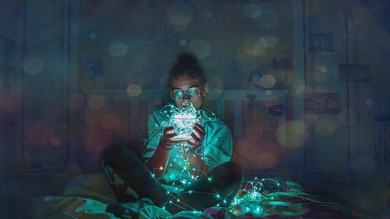 Kata-Kata Imajinasi Keren - Memandang Toples Lampu