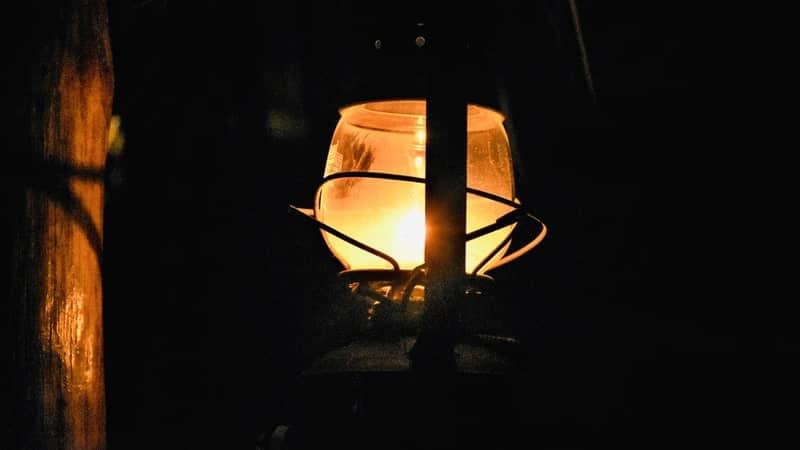 Kata-Kata Malam yang Sunyi - Lampu