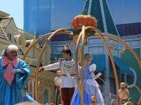 Cerita Dongeng Cinderella dan Sepatu Kaca - Cinderella, Pangeran, dan Ibu Peri